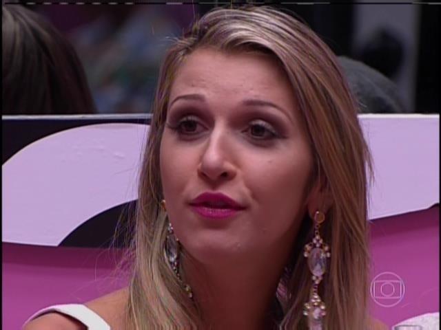 20.jan.2014 - A líder Tatiele indicou Angela