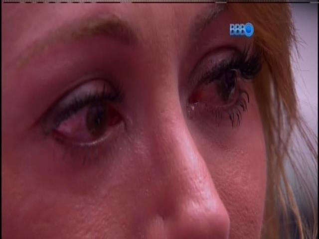 20.jan.2014 - Aline chora após indicação
