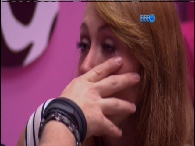 20.jan.2014 - Aline se diz surpresa com o voto de Leticia