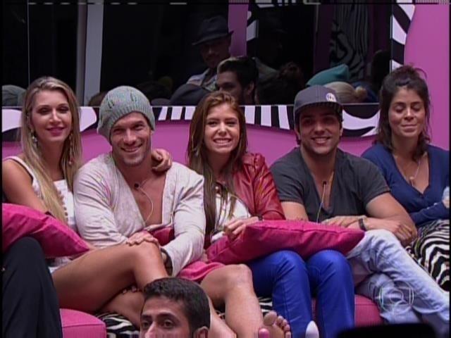 20.jan.2014 - Roni, Amanda, Junior e Bella foram imunizados pela líder, Tatiele