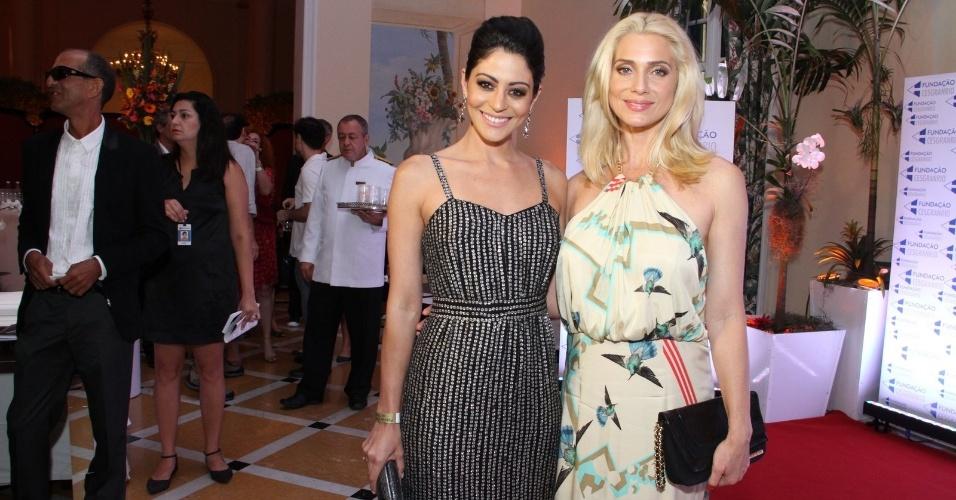 21.jan.2014 - Carol Castro e Letícia Spiller posam juntas Premiação do Teatro Brasileiro, no Copacabana Palace, no Rio