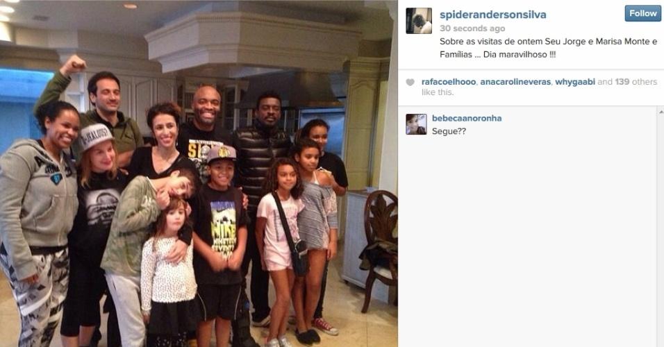 21.jan.2014 - Marisa Monte e Seu Jorge visitam Anderson Silva