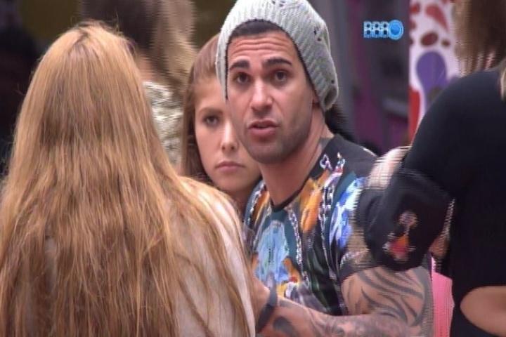 21.jan.2014 - Rodrigo desabafa e diz que o grupo não se importou com ele