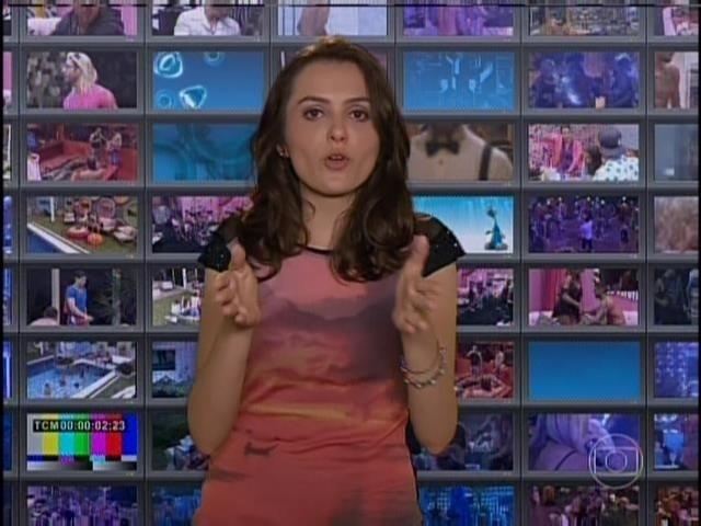 """21.jan.2014- Em sua primeira aparição no """"BBB14"""", a nova comentarista, Monica Iozzi, ironiza o reality"""