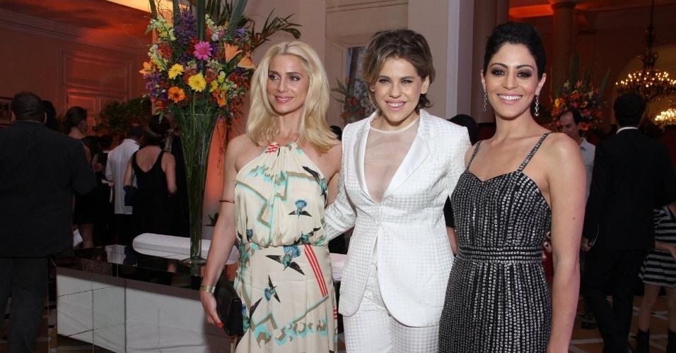 21.jan.2014 -Letícia Spiller, Bárbara Paz e Carol Castro marcam presença no Primeiro Prêmio Cesgranrio de Teatro, no Copacabana Palace, no Rio