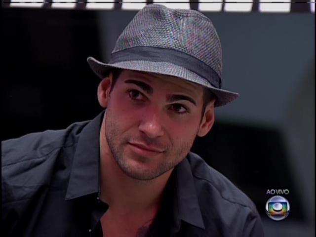 21.jan.2014- Rodrigo diz porque quer permanecer na casa