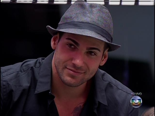 21.jan.2014- Rodrigo escuta discurso de Bial