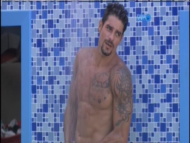 21.jan.2014. Diego promete novo banho pelado