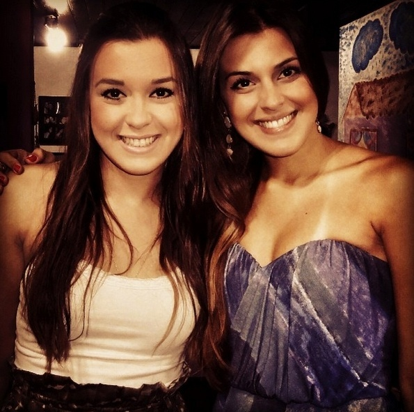 Angela e a irmã Monique Munhoz