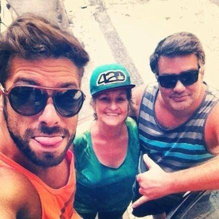 """Maumau, do """"BBB11"""", com a mãe, Ana Maria, e o irmão Paulinho"""
