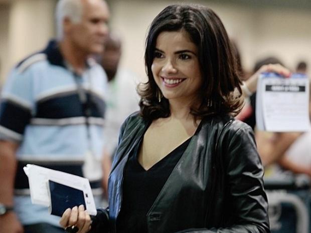 """22.jan.2014 - Em """"Amor à Vida"""", Aline embarca sozinha em vôo para a Bélgica"""