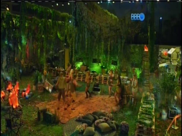 "22.jan.2014 - Brothers entram na festa ""Perdidos na Selva"""