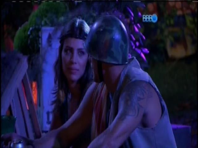 22.jan.2014. Franciele e Diego conversam no cantinho da festa