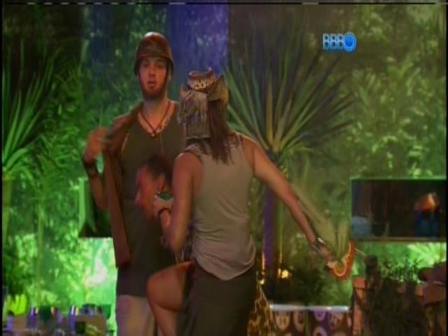 22.jan.2014.Princy mostra o rebolado na  pista de dança