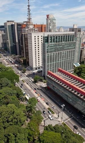 Avenida Paulista, um dos pontos mais visitados de São Paulo. O prédio do Masp se destaca em frente ao Parque Trianon