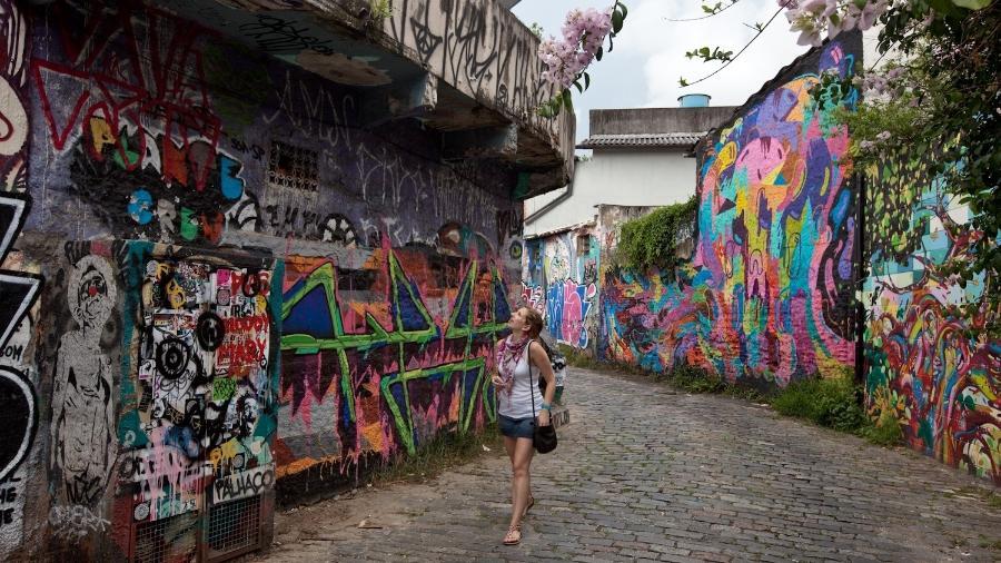 Locais grafitados, como o Beco do Batman, na Vila Madalena, e galerias de arte foram alguns dos critérios citados na pesquisa - Simon Plestenjak/UOL