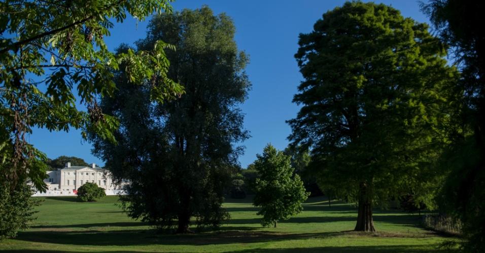 O gramado de Kenwood House é um dos lugares mais inspiradores de Hampstead Heath, um pedaço de floresta, com campos, belas vistas e muito sobe-e-desce, mais ou menos do tamanho do Central Park, em Londres