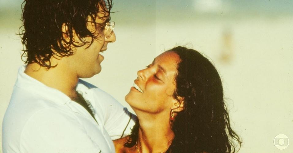 """1979 - Antônio Fagundes e Sônia Braga em cena de """"Dancin' Days"""""""