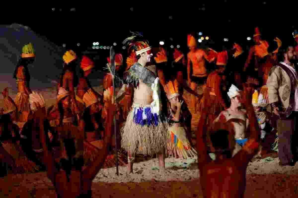 22.jan.2014 - Armando Babaioff vive líder da tribo Tibiriçá na 32º Encenação da Fundação da Vila de São Vicente, no litoral de São Paulo - Marcos Ribas/Photo Rio News