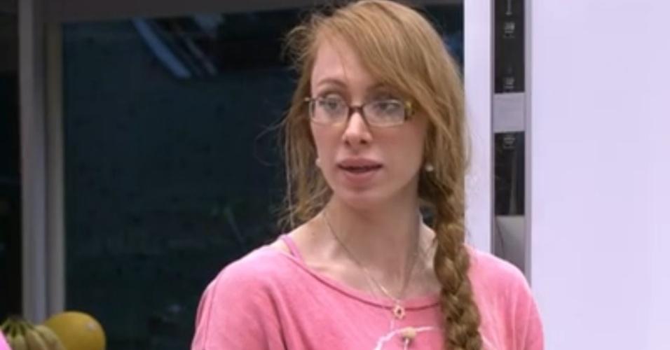 23.jan.2014 - Aline revela que foi convidada para posar nua