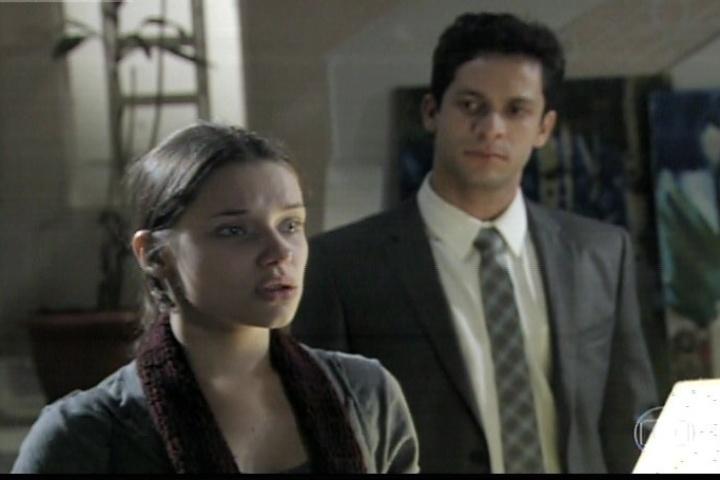 "23.jan.2014 - Em ""Amor à Vida"", Linda se emociona ao reencontrar Rafael"