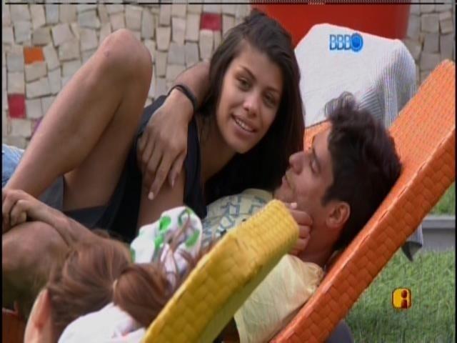 23.jan.2014 - Franciele brinca com Diego