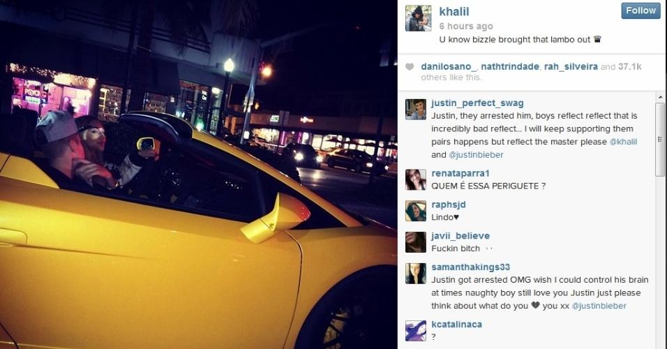 23.jan.2014 - Justin Bieber e modelo andam em Lamboghini alugada pelas ruas de Miami