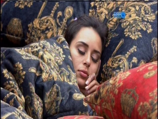 23.jan.2014  - Letícia continua dormindo no quarto do Líder após a sirene tocar