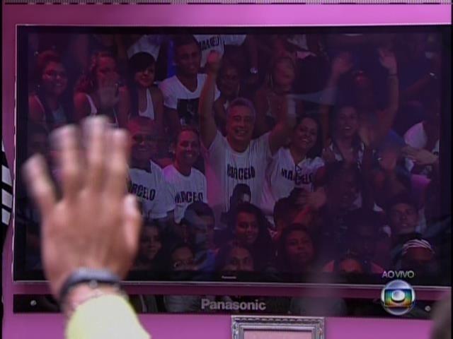 23.jan.2014 - Marcelo, Princy e Vanessa vêem suas torcidas