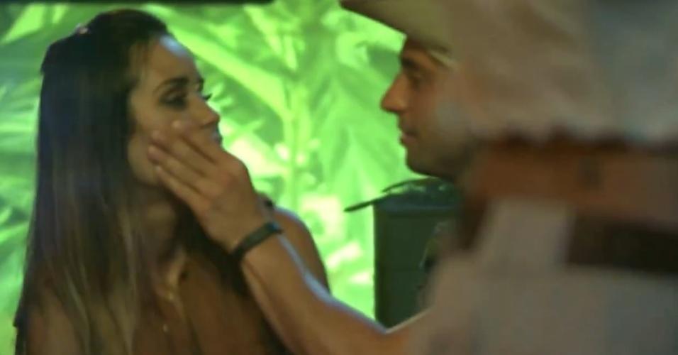 23.jan.2014 - Marcelo tenta beijar Letícia e a sister afirma que não quer ficar com ninguém