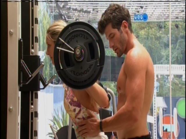 23.jan.2014 - O casal Roni e Tatiele malham juntos na academia da casa