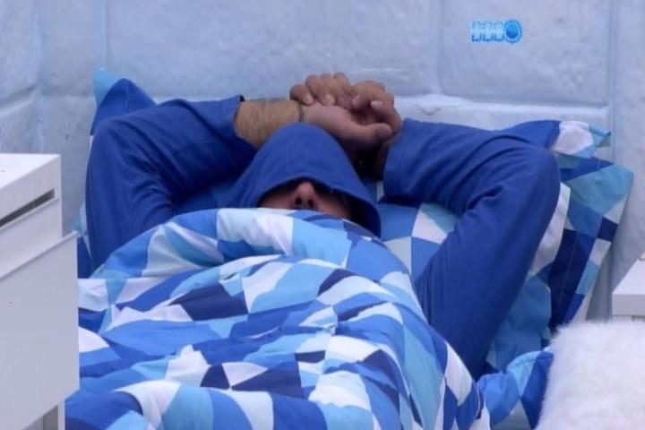23.jan.2014 - Vagner se cansa da festa e vai para o Quarto Sibéria dormir