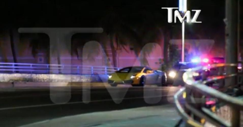 23.jan.2014 - Vídeo divulgado pelo site TMZ mostra momento em que carro de Justin Bieber é parado pela polícia