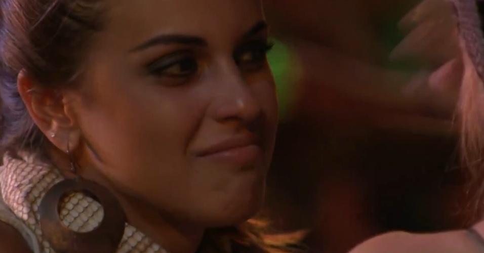 """23.jan.2014 - Angela descreve o visual de Tatiele como o de uma """"periguete"""""""