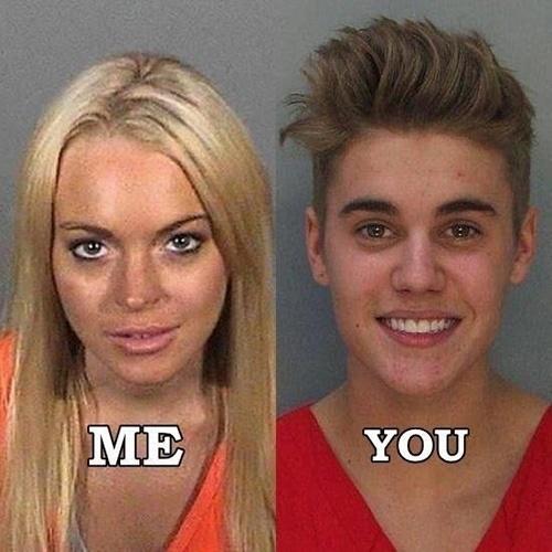 Após ser preso por dirigir alcoolizado, Justin Bieber virou piada na internet. A foto onde aparece sorrindo ao ser fichado virou alvo de montagens feitas pelos internautas. Bieber foi comparado a Lindsay Lohan