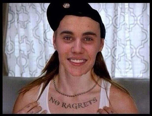 Após ser preso por dirigir alcoolizado, Justin Bieber virou piada na internet. A foto onde aparece sorrindo ao ser fichado virou alvo de montagens feitas pelos internautas. Nesta, a tatuagem significa
