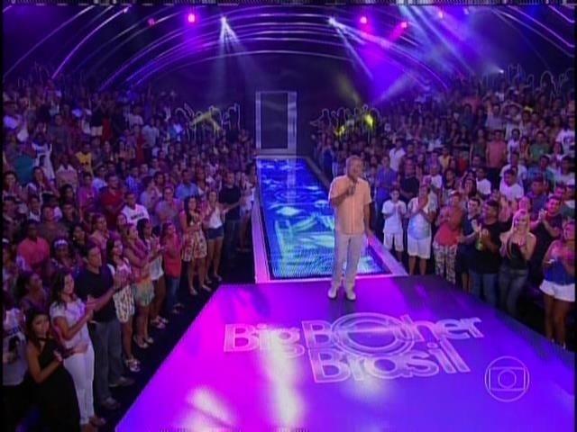 23.jan.2014 -  Bial começa o programa e apresenta as torcidas de Marcelo, Princy e Vanessa