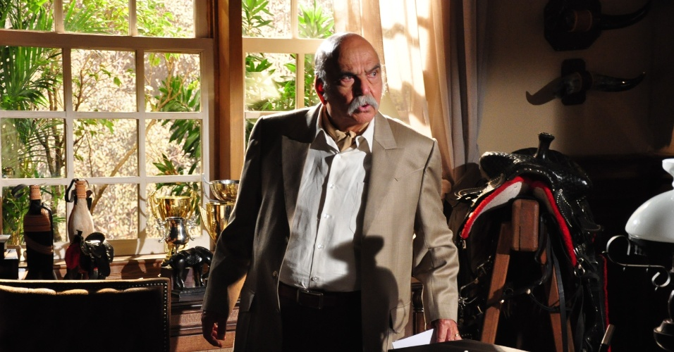 """Com mais de 50 anos de carreira, é difícil escolher um personagem de Lima Duarte. Murilo Pontes, de """"Pedra Sobre Pedra"""", Sassá Mutema, de """"Salvador da Pátria"""", e Dom Lázaro, de """"Meu Bem Meu Mal"""" são alguns dos exemplos de personagens inesquecíveis. A última participação do ator foi em """"Araguaia"""", de 2010"""