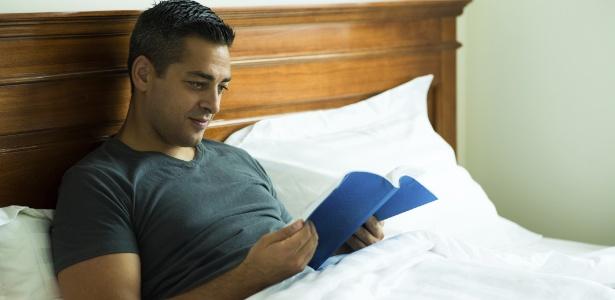 Ler alivia as tensões musculares e diminui o ritmo cardíaco, dependendo do título escolhido, é claro - Thinkstock