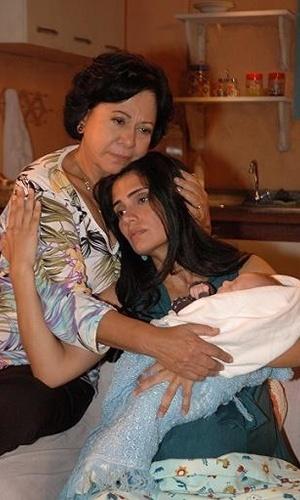 """Patrícia França estreou na televisão em 92 na minissérie """"Tereza Batista"""", baseada na obra de Jorge Amado. O jeito brejeira e a pele morena foram o suficiente para a atriz ser comparada à Sonia Braga. No ano seguinte, França particou de """"Renascer"""" e protagonizou """"Sonho Meu"""". O último papel da atriz na TV foi em """"Poder Paralelo"""", da Record, em 2009"""