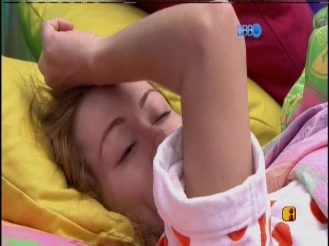 24.jan.2014 - Aline acorda