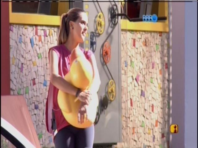 """24.jan.2014 - Angela canta a música """"joão e Maria', de Chico Buarque"""