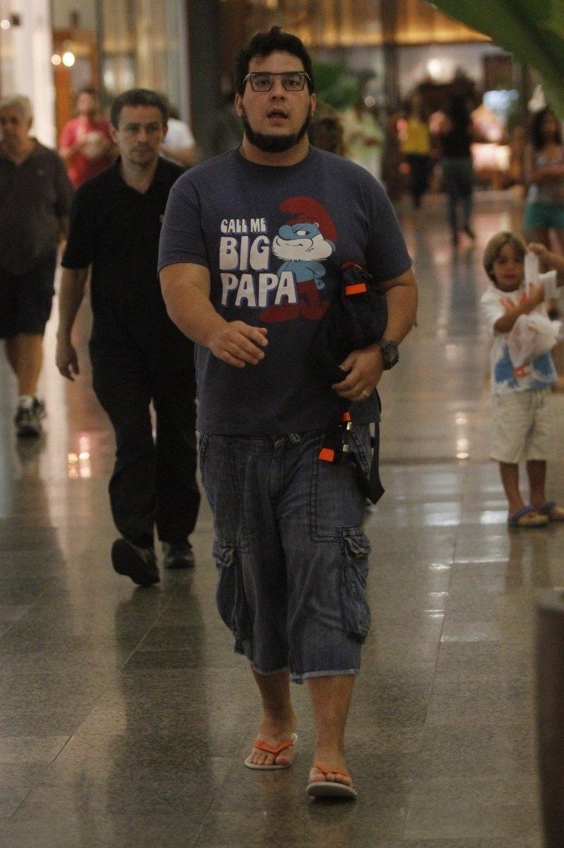 24.jan.2014 - Bem mais magro, André Marques circula em shopping na Zona Sul do Rio de Janeiro