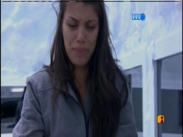 24.jan.2014 - Franciele tem crise de choro
