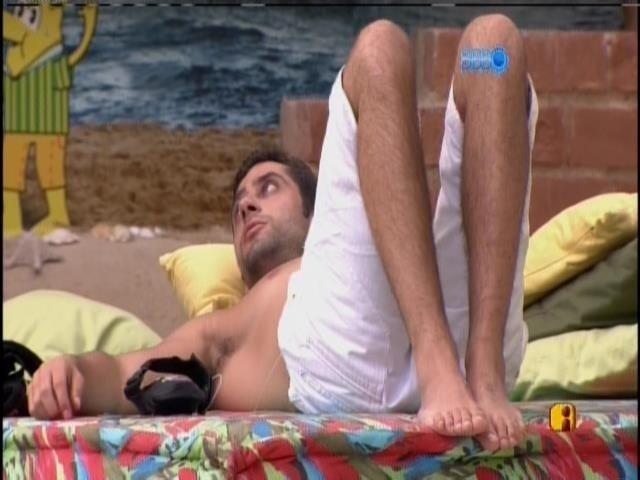 24.jan.2014 - Marcelo conversa com Diego na varanda