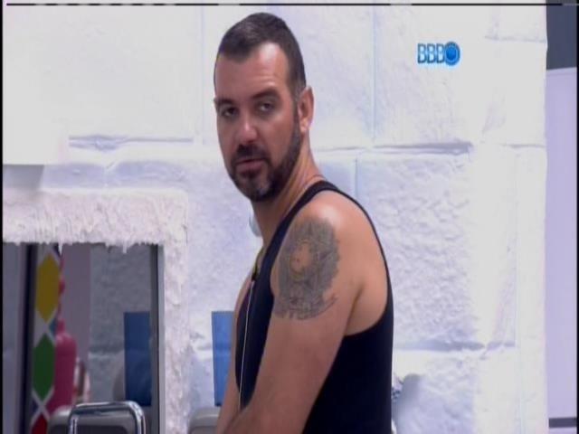 24.jan.2014 - Valter e Angela conversam sobre Diego
