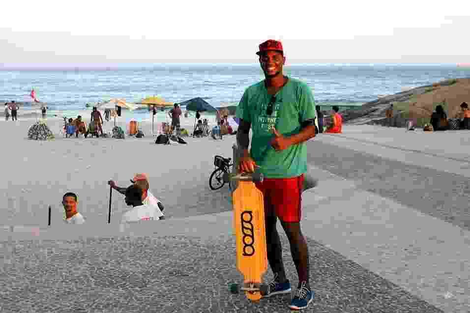 André Souza, 31, engenheiro de projetos, veste boné comprado no e-Bay, bermuda Toulon, tênis Adidas e blusa de brechó - Vanessa Holanda/UOL