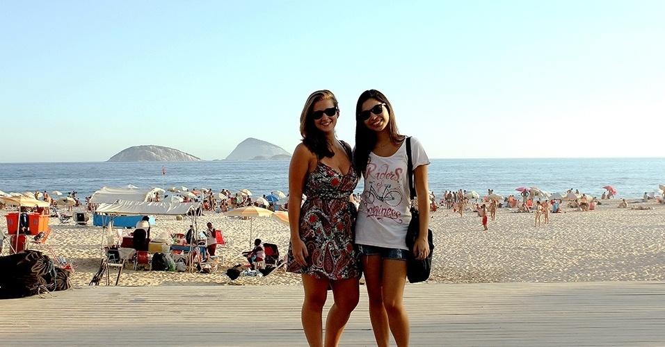 ea31aab2ae1fb As estudantes Gabriela Ribeiro (esq), 18, e Camila Macedo, 19,
