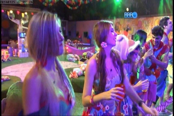 """25/01/2014 - Brothers e sisters participam da festa """"Sertão"""" do """"BBB14"""" com show da banda Aviões do Forró"""