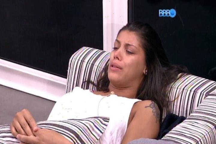 25.01.2014 - Franciele fica desconsolada por receber 8 votos e declara que não tolera falsidade